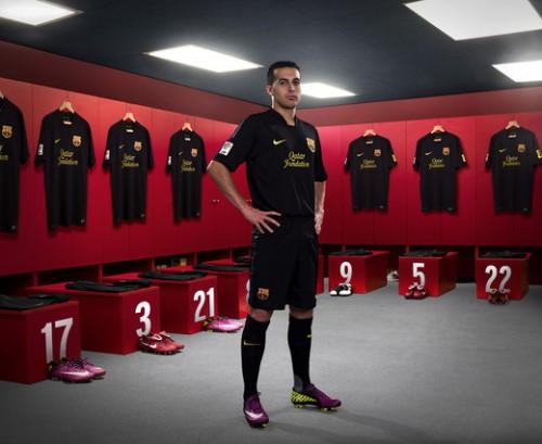 Барселона представила комплект новой формы.